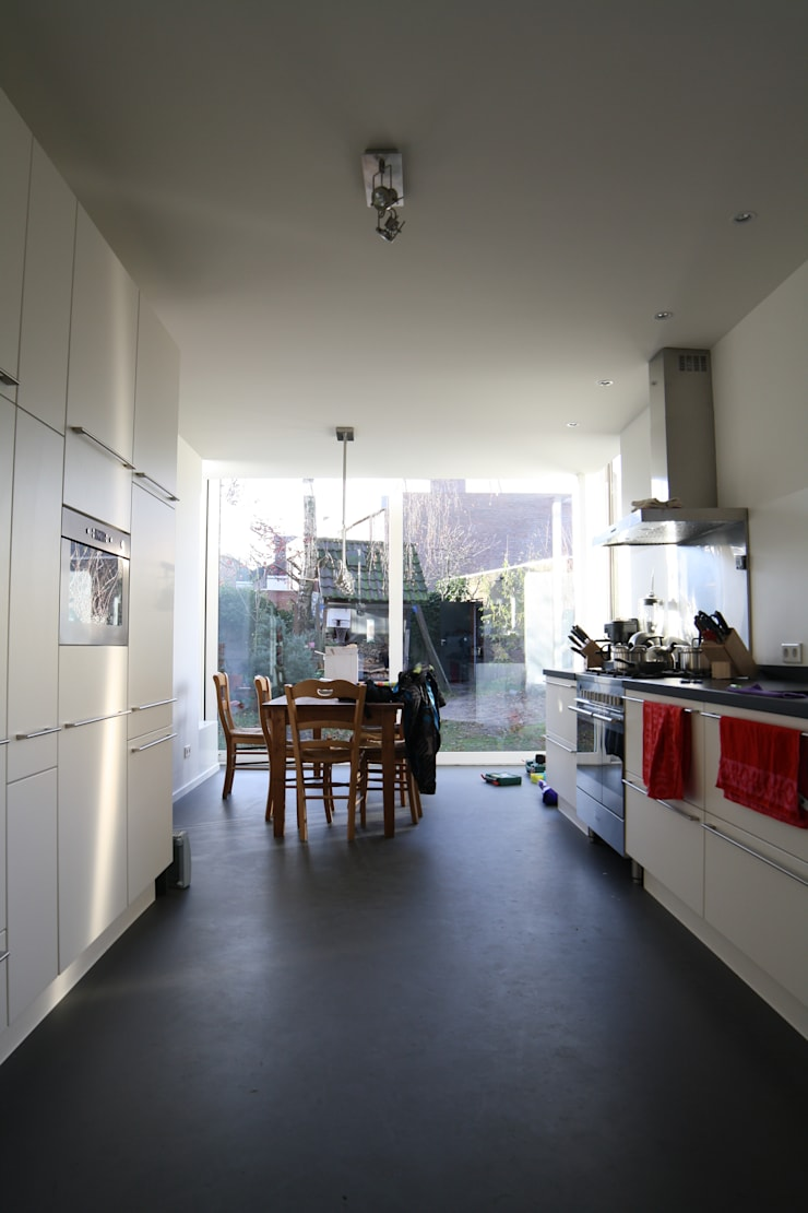 eetkamer:  Eetkamer door HSH architecten, Modern