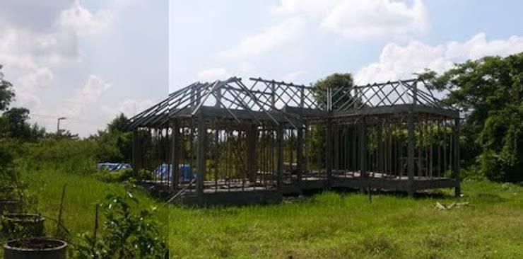 ติดตั้งโครงหลังคาเหล็ก:   by สำนักงานสถาปนิกอนุชา