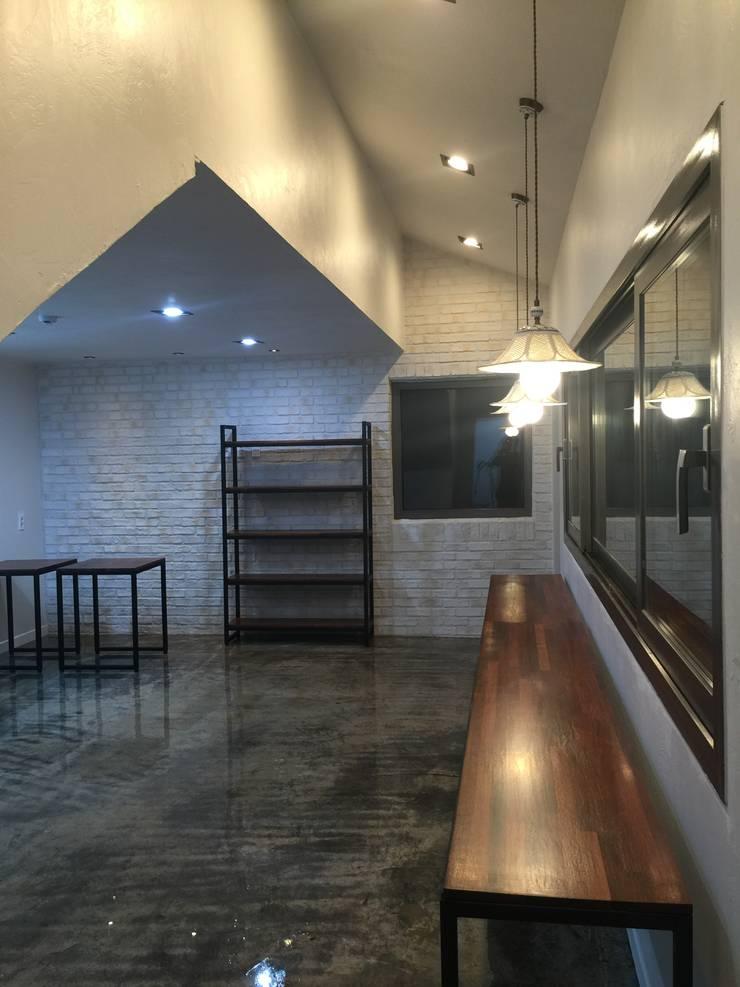 용수리 단독주택: 위상공간의  거실