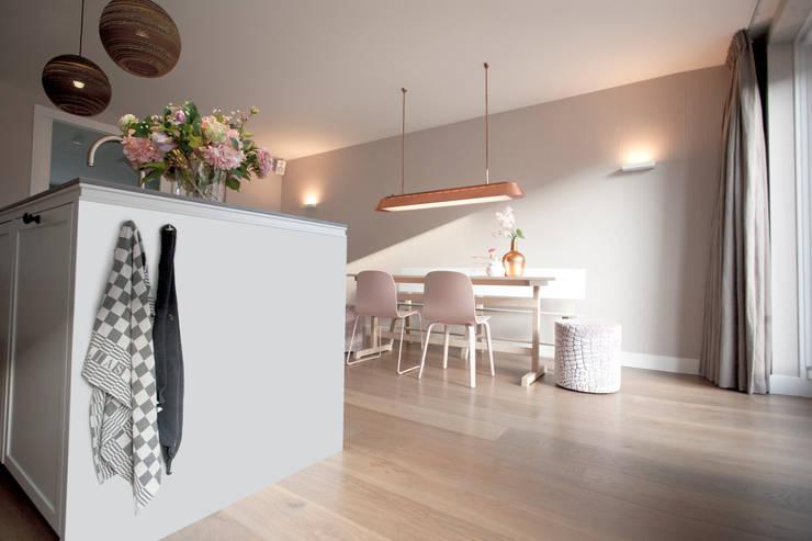 Woonkeuken:  Keuken door NR52