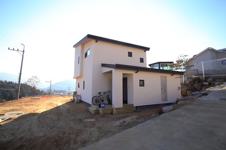전수리 주택: 위드하임의  주택,모던