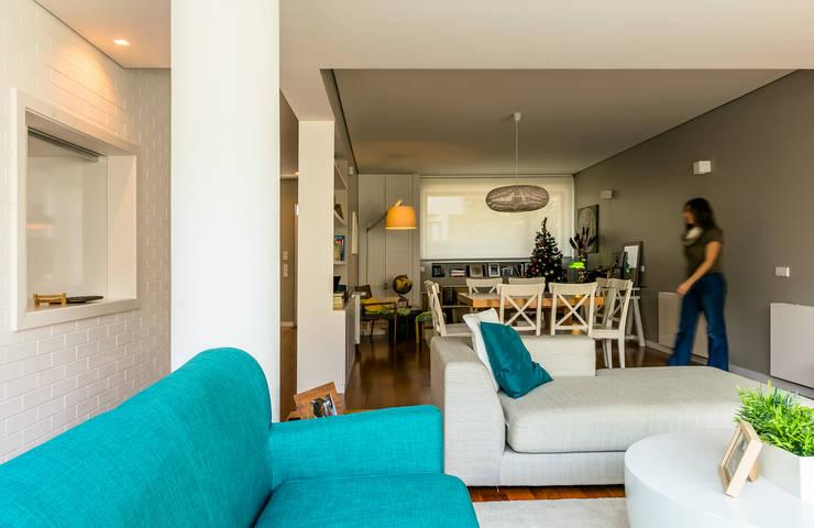 Sala de Estar e Jantar: Salas de estar  por Franca Arquitectura