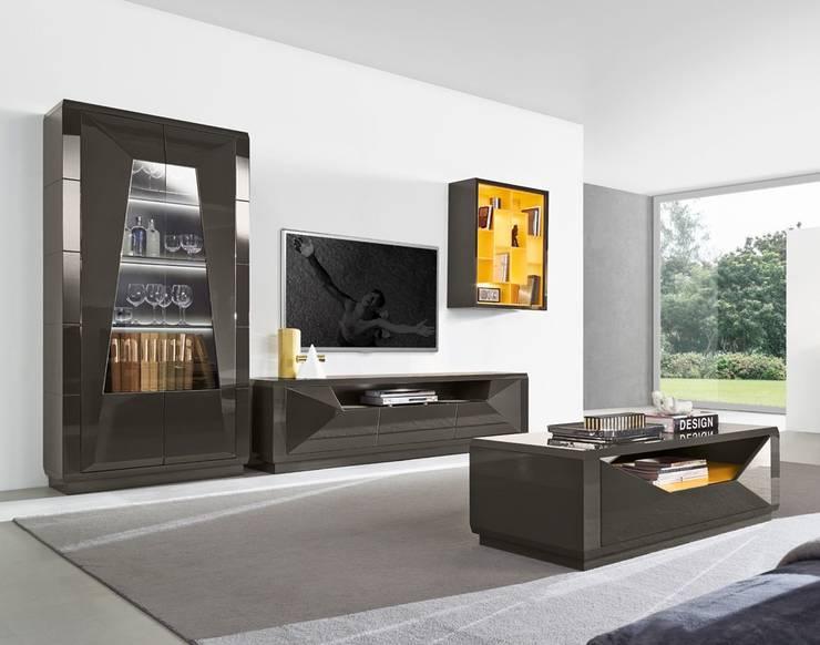 Salas de estar modernas Contemporary living rooms www.intense-mobiliario.com  TNAMAID http://intense-mobiliario.com/pt/salas-de-estar/10465-sala-de-estar-tnamaid-i.html: Sala de estar  por Intense mobiliário e interiores;