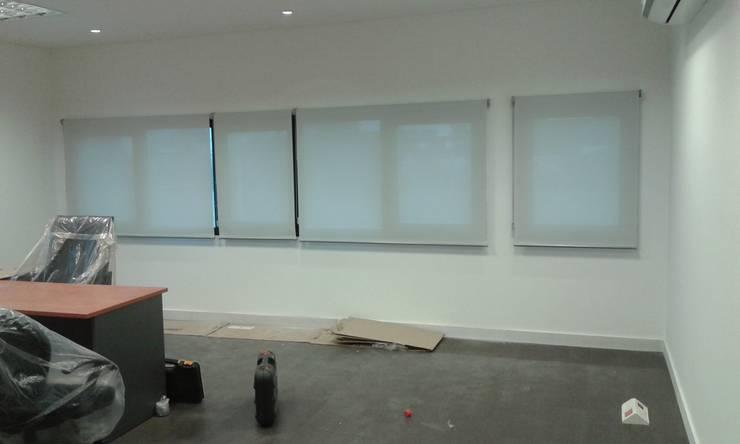 Cortinas screen: Estudios y oficinas de estilo  por Cortinas Cabildo. Persianas y ventanas          011-4781-4022   15-3567-6716
