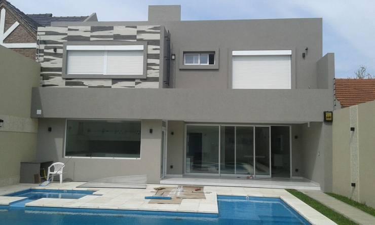 Adaptación de Persianas modelo Térmicas: Casas de estilo  por Cortinas Cabildo. Persianas y ventanas          011-4781-4022   15-3567-6716
