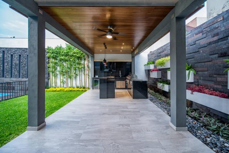 Jardines de estilo  por ESTUDIO TANGUMA