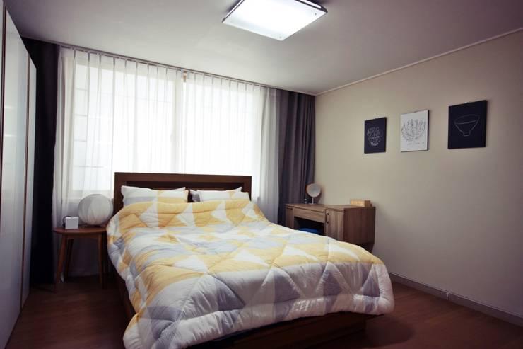 [홈라떼] 성남 신혼집 전셋집 홈스타일링*: homelatte의  침실