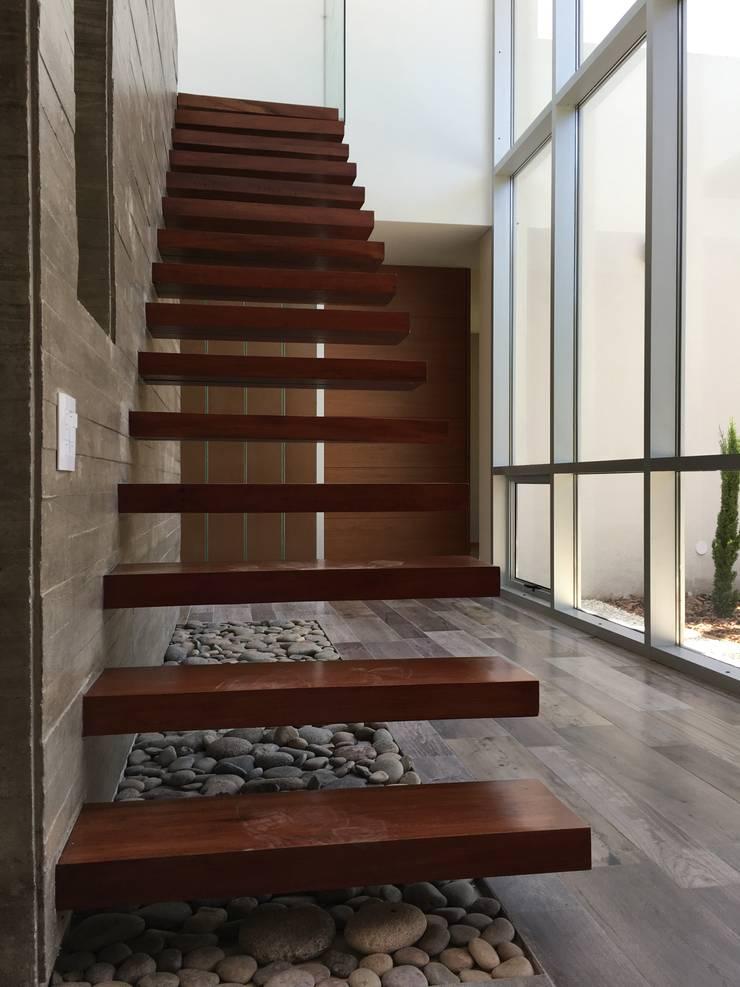 kc 320: Salas de estilo  por costa & valenzuela