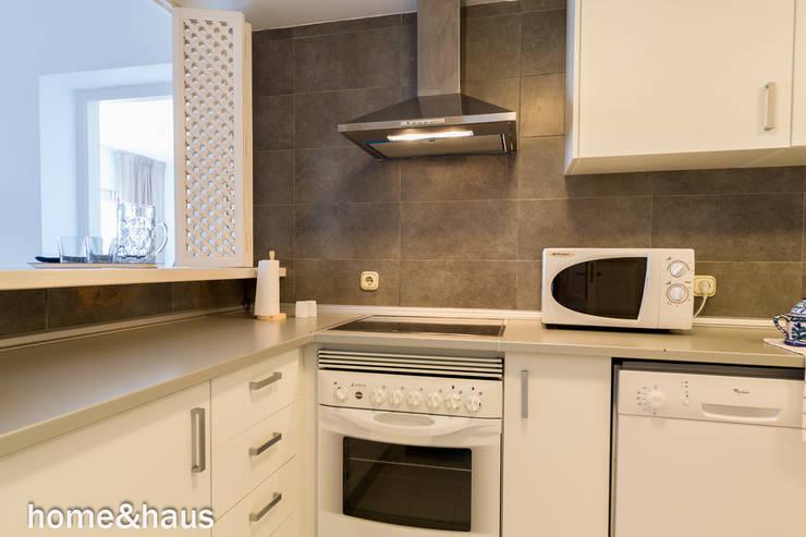 Кухни в . Автор – Home & Haus | Home Staging & Fotografía