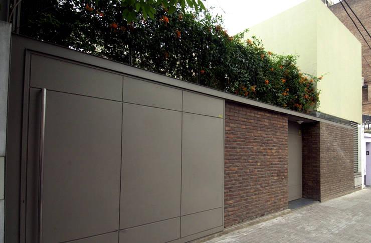 Casas de estilo  por costa & valenzuela