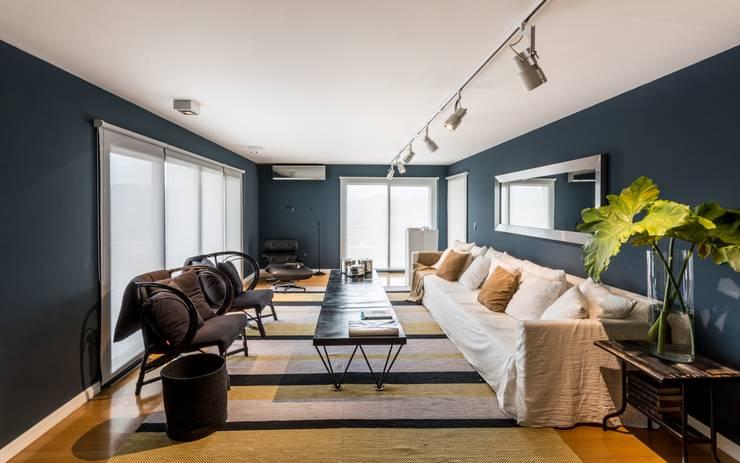 Departamento en La Cuesta: Livings de estilo  por Interiores B.AP