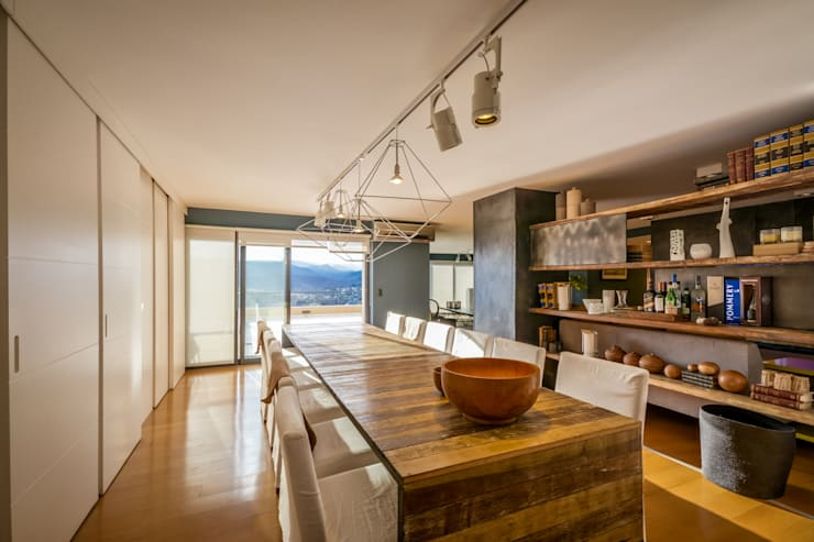 Dining room by Interiores B.AP