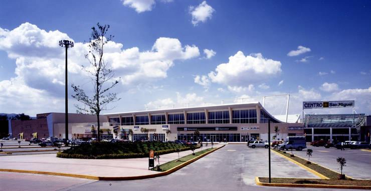 Centro San Miguel - MAC Arquitectos Consultores: Casas de estilo  por MAC Arquitectos Consultores
