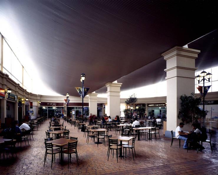 Centro San Miguel - MAC Arquitectos Consultores: Terrazas de estilo  por MAC Arquitectos Consultores