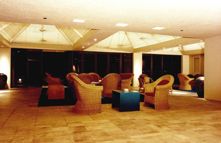 Camino Real Cancún - MAC Arquitectos Consultores: Salas de estilo  por MAC Arquitectos Consultores