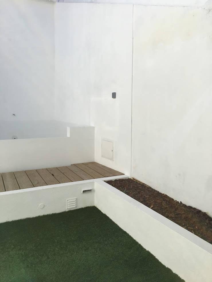 Casa em Benavente: Piscinas  por QFProjectbuilding, Unipessoal Lda