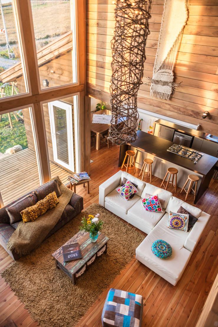 Ventanales doble altura: Puertas y ventanas de estilo  por Almazan Arquitectura y Construcción