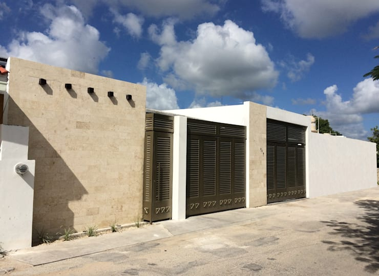 Fachada principal construida.: Casas de estilo minimalista por Constructora Asvial - Desarrollador Inmobiliario