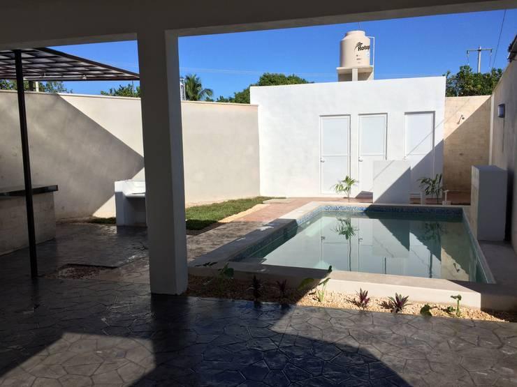 Alberca de chukum: Albercas de estilo  por Constructora Asvial - Desarrollador Inmobiliario