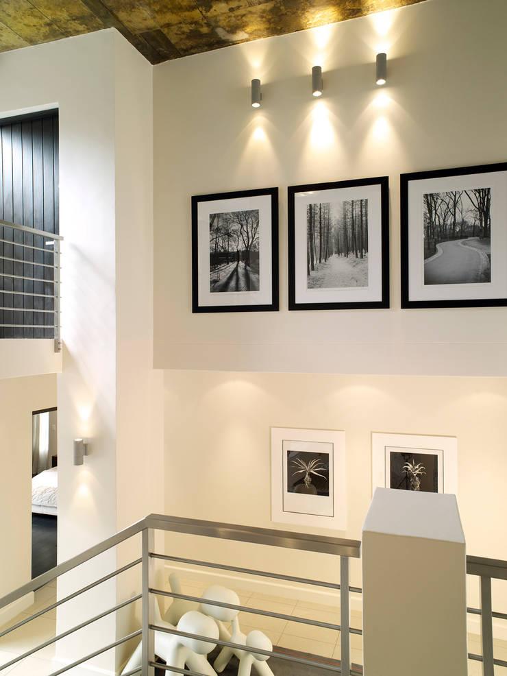 Front foyer:  Corridor & hallway by Deborah Garth Interior Design