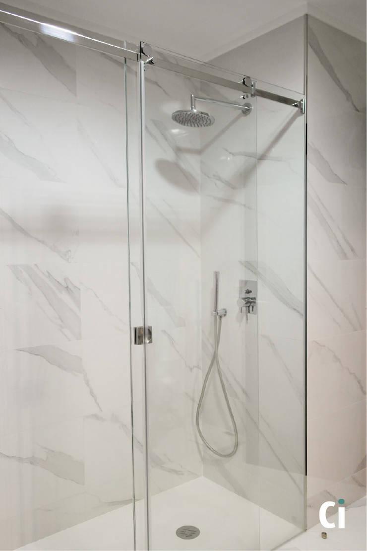 Zona de duche: Casas de banho  por Ci interior decor