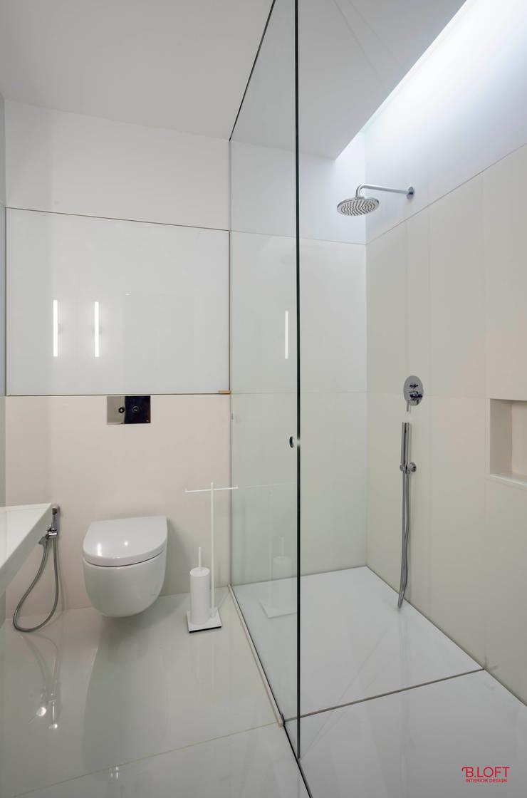 Vista geral wc : Casas de banho  por B.loft