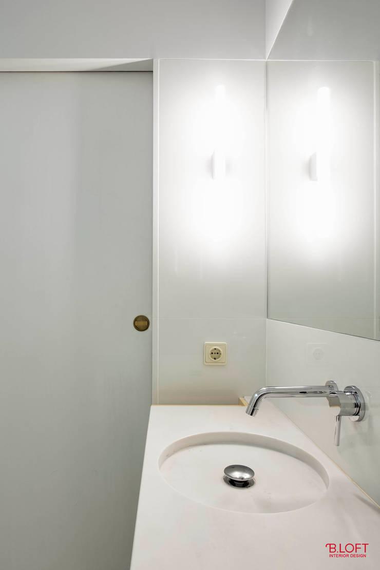 Pormenor pio: Casas de banho  por B.loft