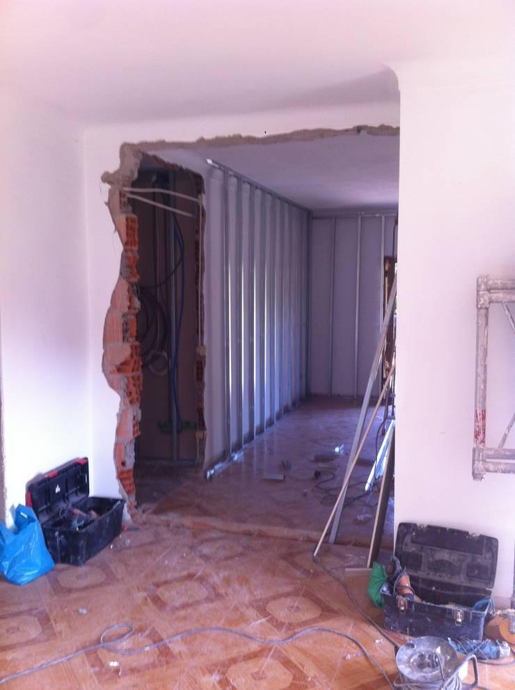 aspecto inicial dos dois quartos (No final será cozinha e sala):   por arcquitecto