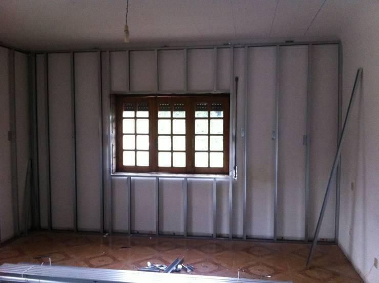 aspecto Inicial da janela do quarto 2 ( No final será a Janela da Cozinha):   por arcquitecto