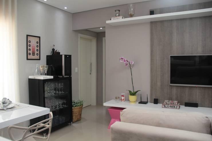 Living room by Paula Ferro Arquitetura