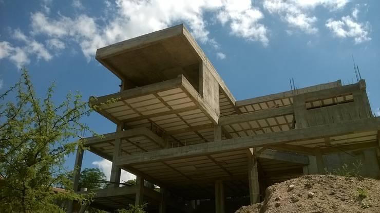 Casa J.T.D.: Casas de estilo  por CASTELLINO ARQUITECTOS (+)