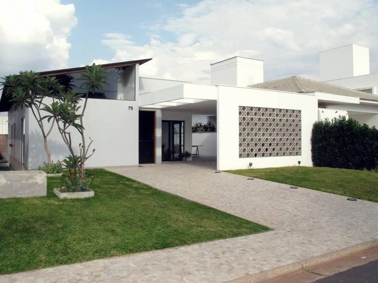 房子 by Cia de Arquitetura