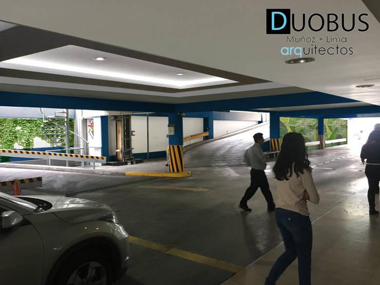 estacionamiento 1: Garajes de estilo  por DUOBUS M + L arquitectos