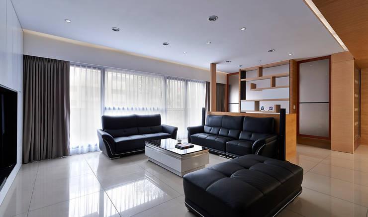 Salas / recibidores de estilo  por 瓦悅設計有限公司