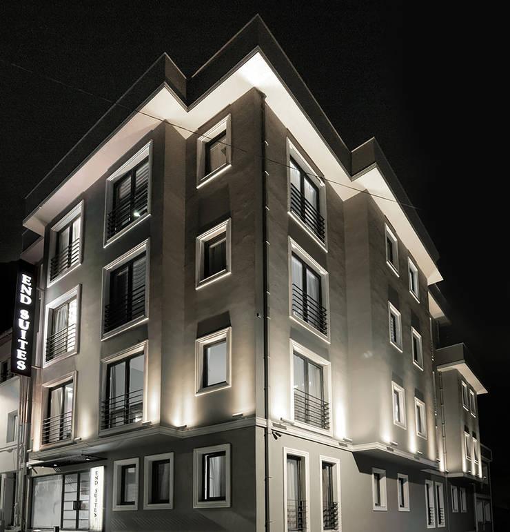 Pronil – Cephe Aydınlatma Tasarımı:  tarz Evler, Modern