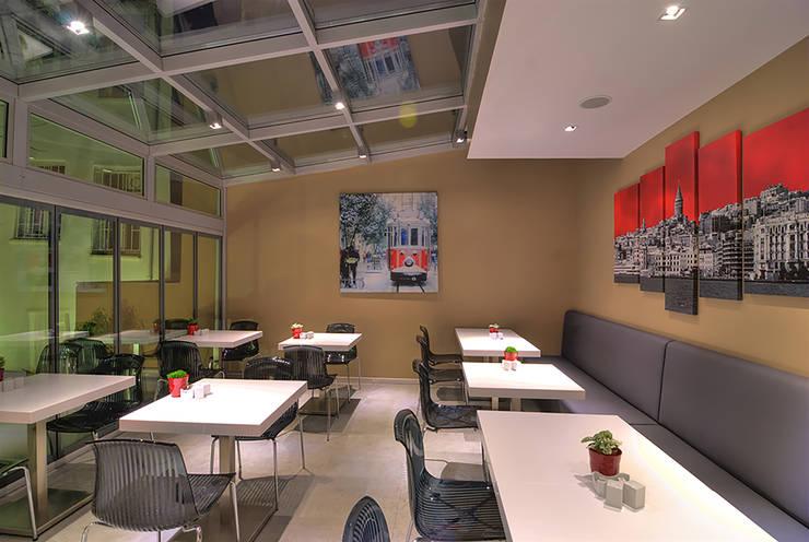 Pronil – Restoran:  tarz Yemek Odası, Modern