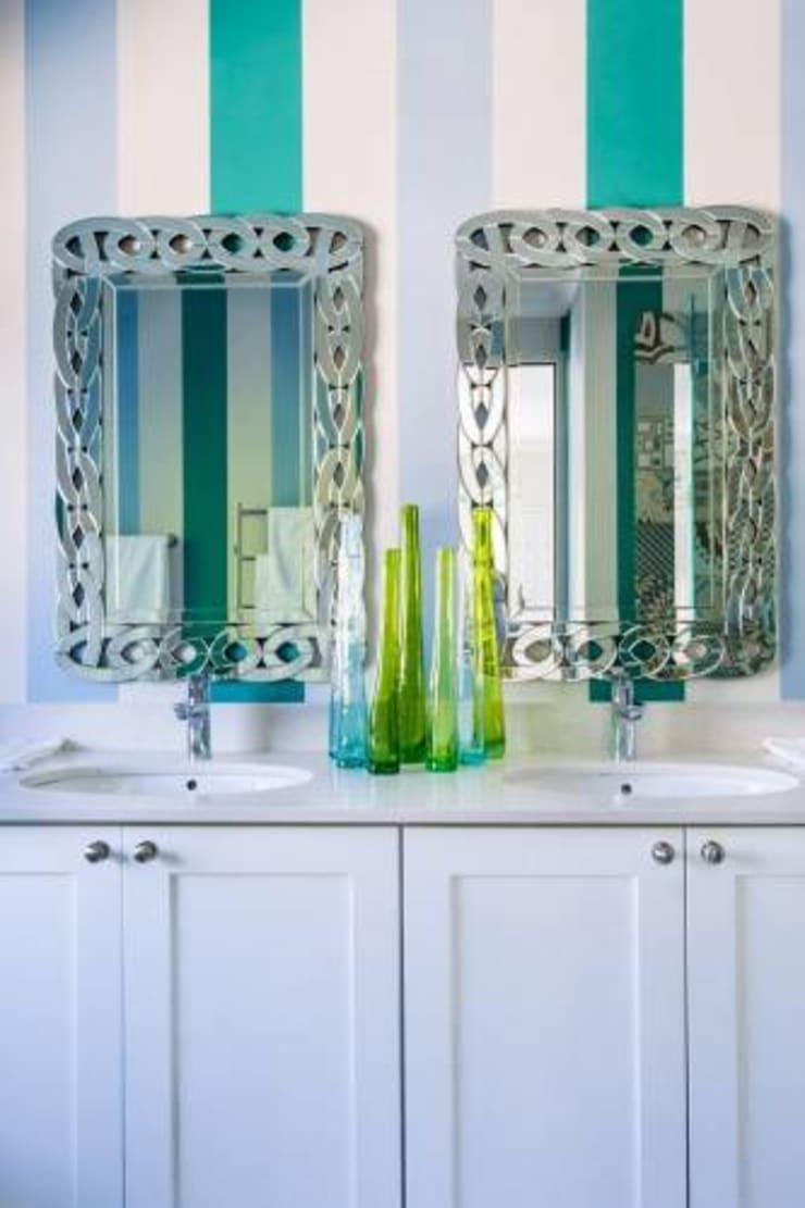 House Paterson Road:  Bathroom by The Painted Door Design Company, Eclectic