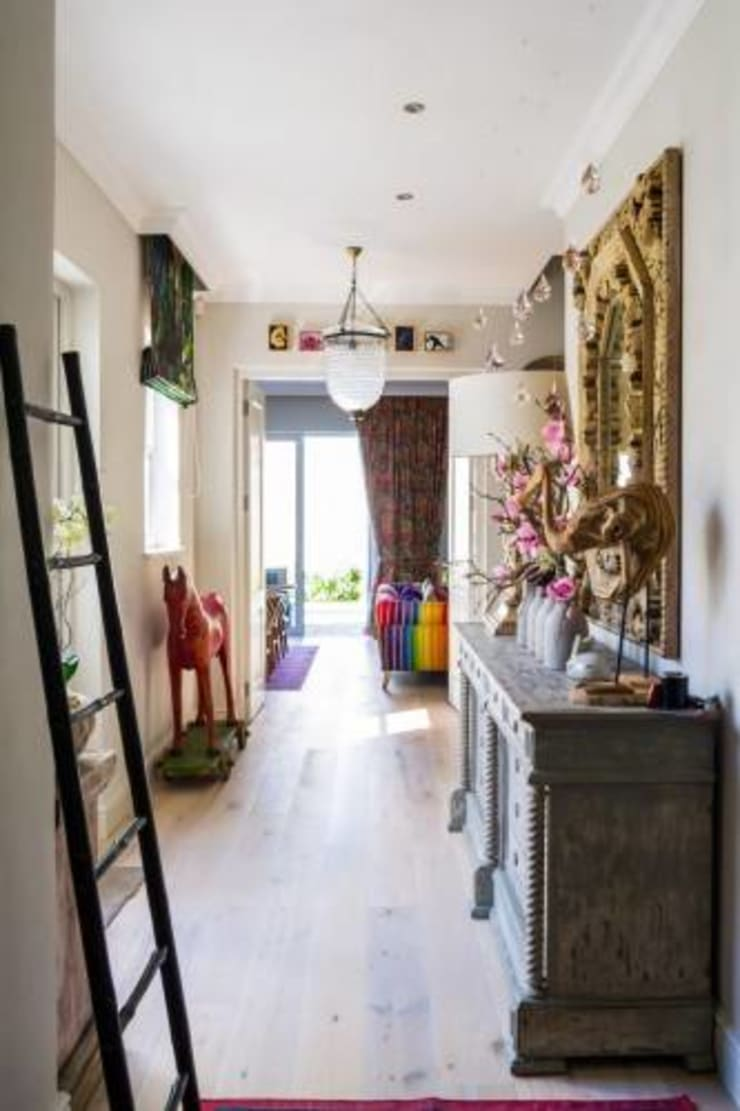 House Paterson Road:  Corridor & hallway by The Painted Door Design Company, Eclectic
