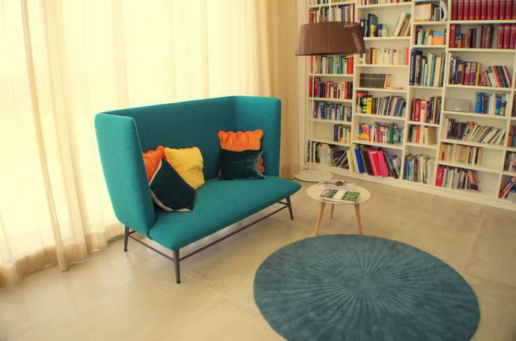 غرفة المعيشة تنفيذ Atelier Feynsinn | Innenarchitektur