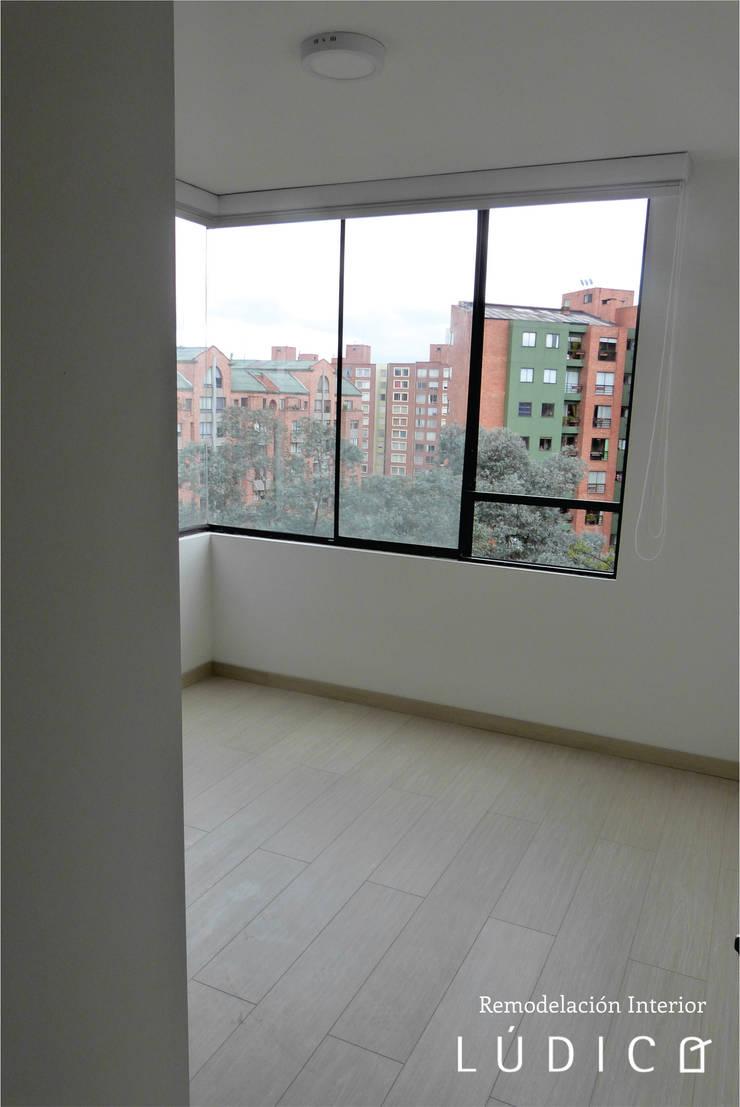 Apartamento Ciudad Salitre – Bogotá: Habitaciones de estilo  por Lúdico Arquitectos, Minimalista