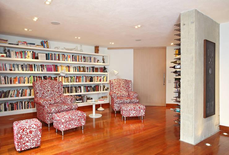 Apto Cr 1 - Cll 74: Estudios y despachos de estilo moderno por Bloque B Arquitectos