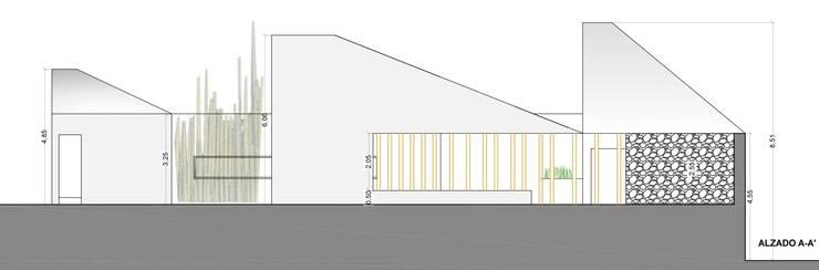 Fachada este: Casas de estilo  por jesus rubio arquitectos