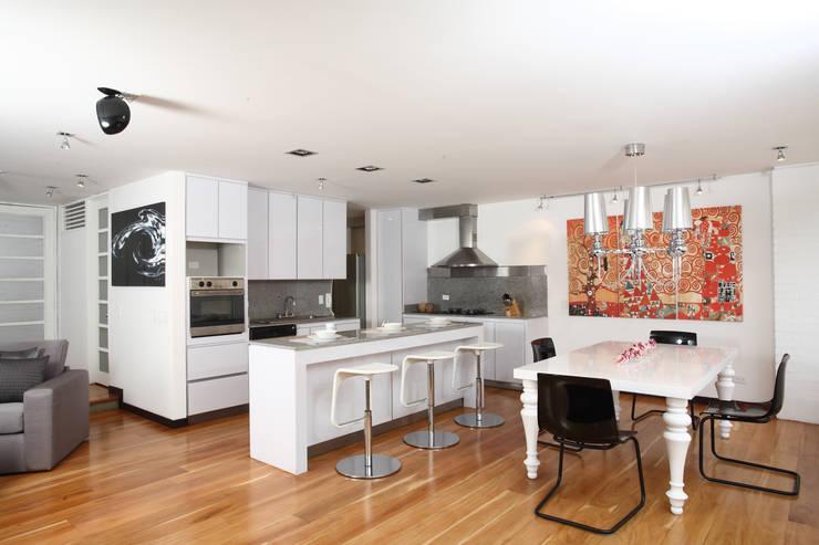 Apto Cr 3 - Cll 74 : Cocinas de estilo  por Bloque B Arquitectos