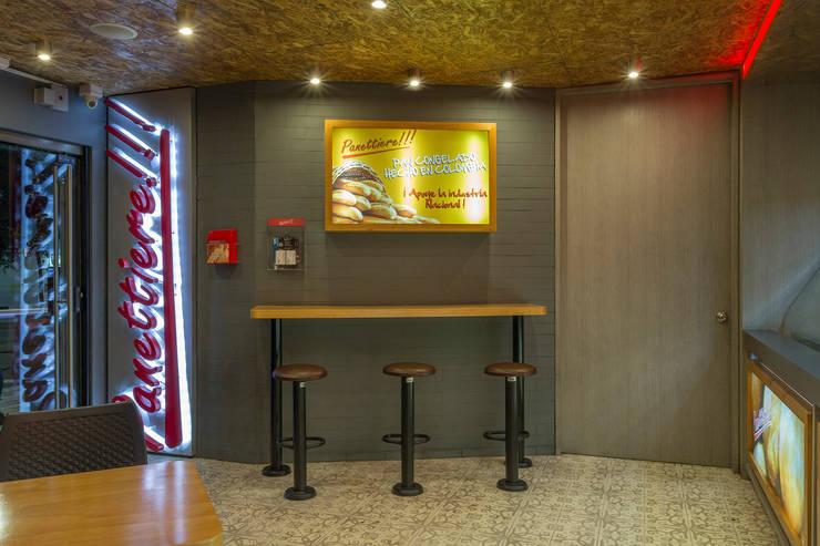 Panettiere Cr 11 – Cll 73: Locales gastronómicos de estilo  por Bloque B Arquitectos