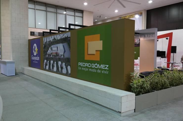 Estand Proyecto Guayacan - Pedro Gomez y Cia: Espacios comerciales de estilo  por Bloque B Arquitectos