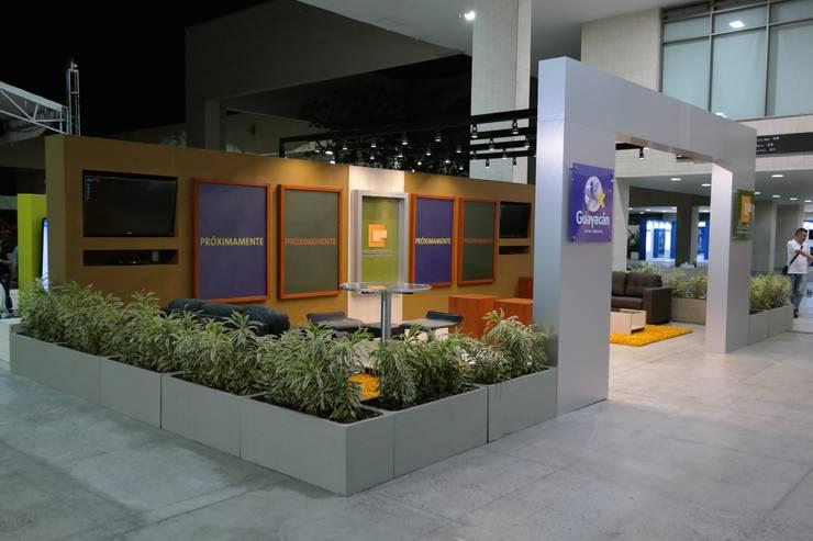 Estand Proyecto Guayacan – Pedro Gomez y Cia: Espacios comerciales de estilo  por Bloque B Arquitectos