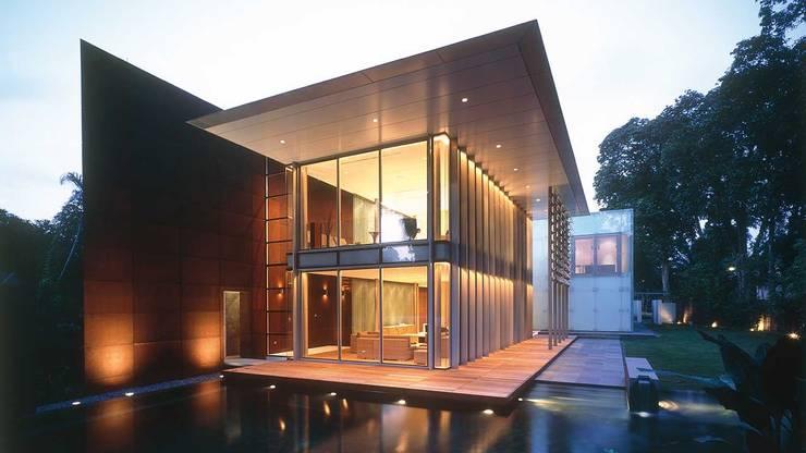 WHITEHOUSE PARK:  Houses by HB Design Pte Ltd,Asian