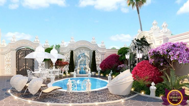 Landscaping of Katrina Antonovich :  Garden by Luxury Antonovich Design, Mediterranean