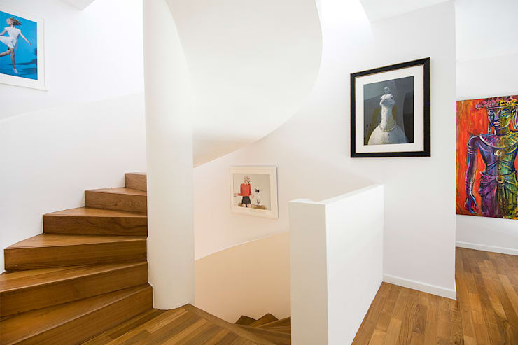 A Sassy Sensation Modern corridor, hallway & stairs by Design Intervention Modern