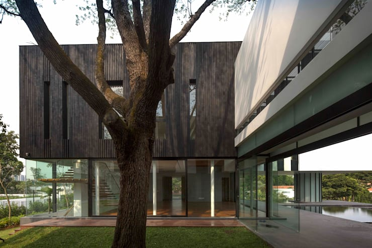 Tembusu House:  Garden by AR43 Architects Pte Ltd